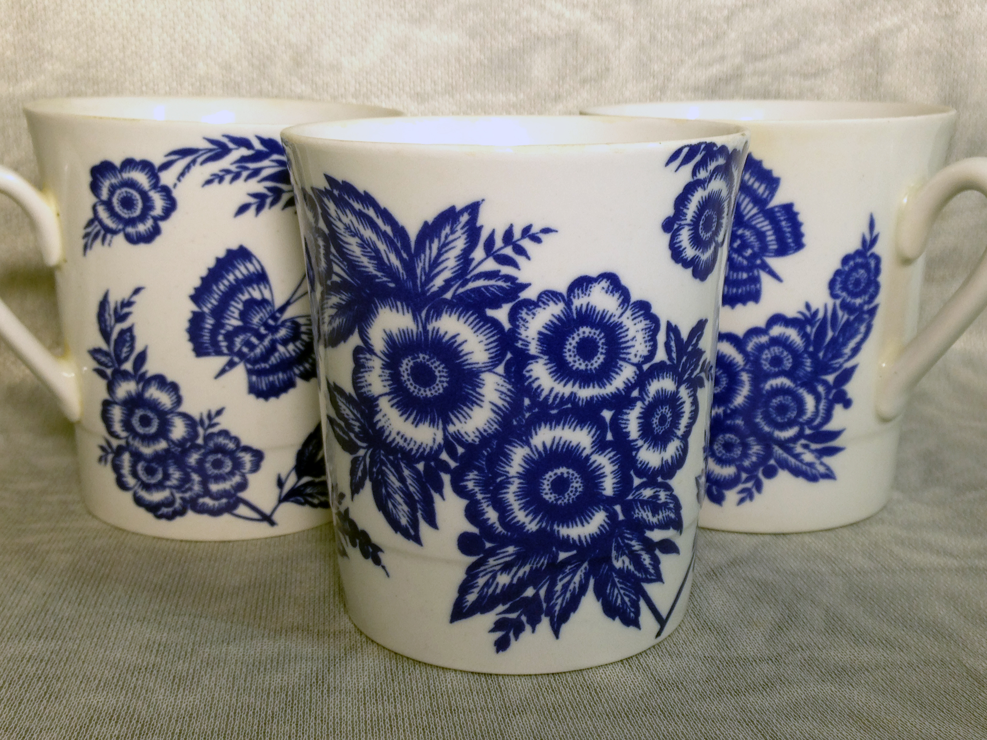 Imperial tea cups in blue and white style